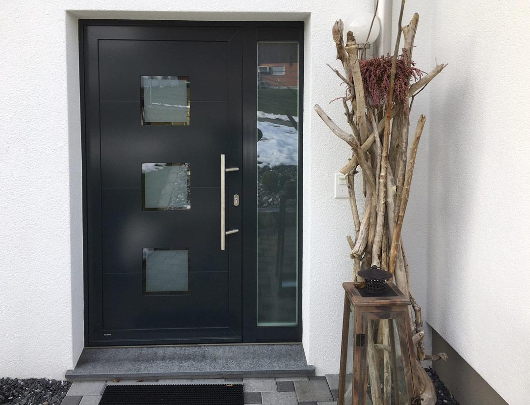 Haustüre in Alu mit Seitenteil