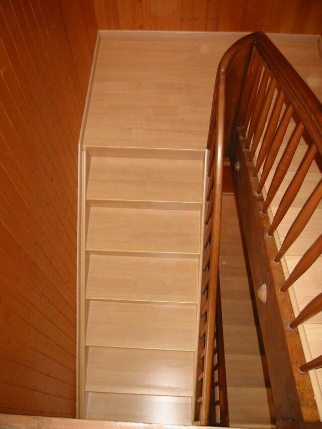 Treppe verkleidet mit Laminat Ahorn