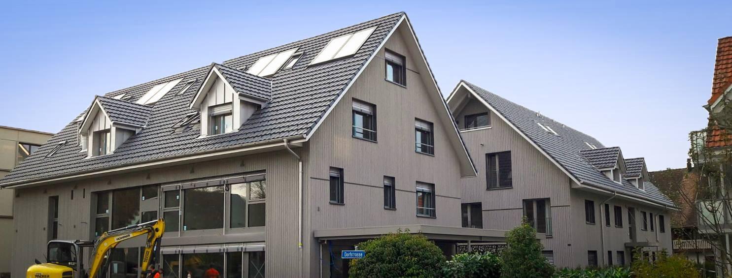 Holzfassade bei Mehrfamilienhaus