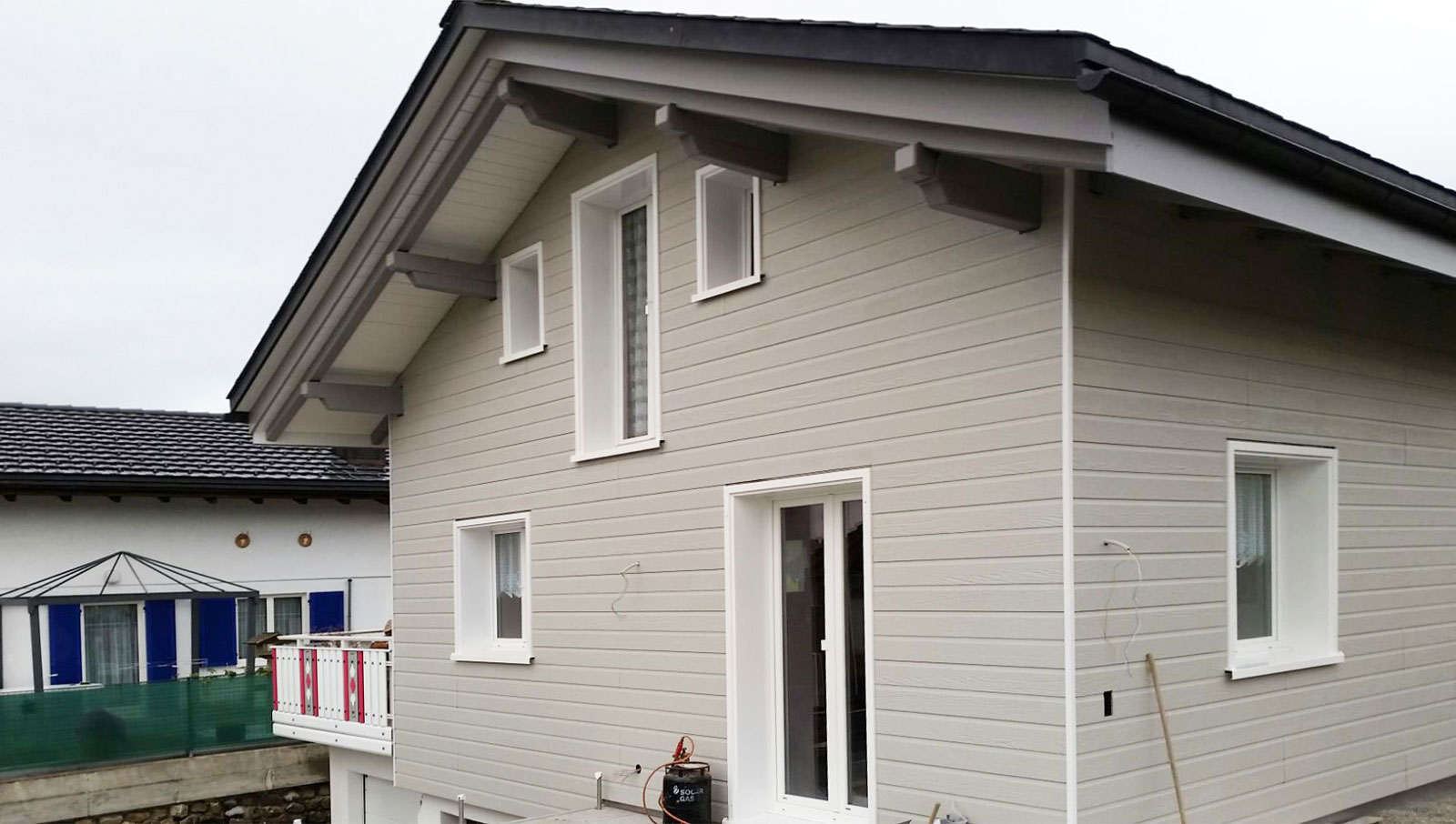 Fassadensanierung mit CANEXEL Holzfaser Paneelen