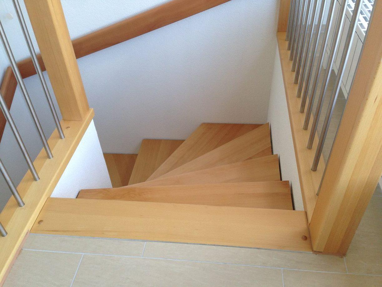 Halbgewundene Treppe, aufgesattelt